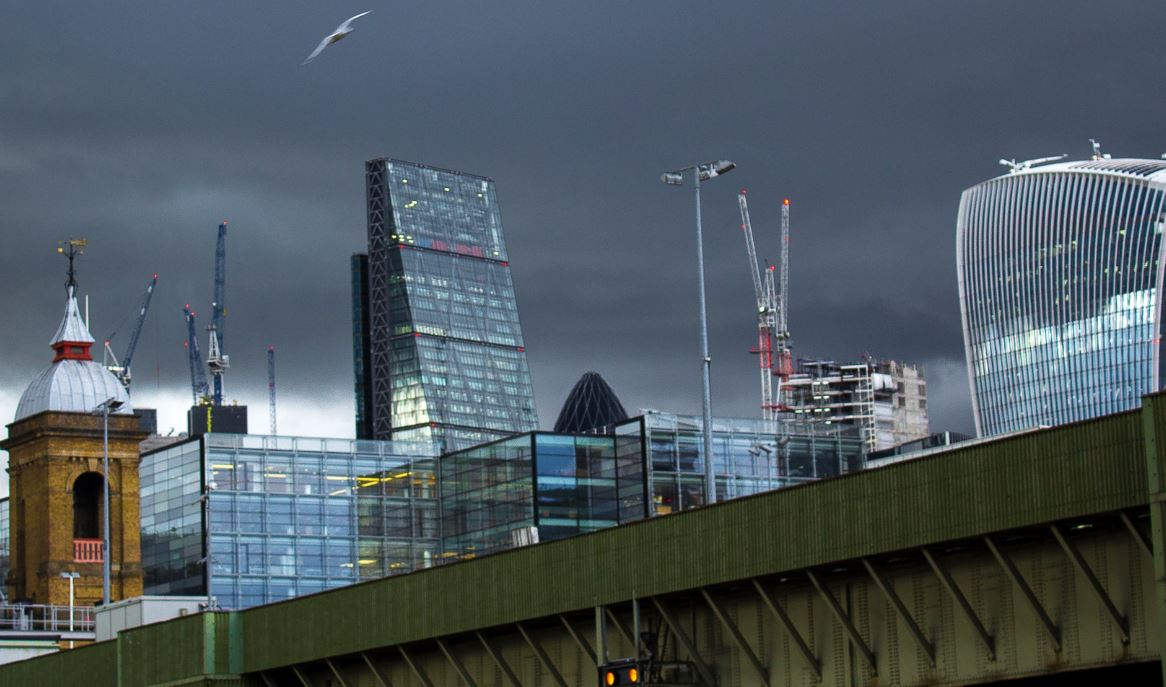 As European banks move jobs to Paris, U.S. banks in London are even more appealing